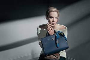 Фото Сумка Jennifer Lawrence Диор Модель Patrick Demarchelier Девушки