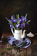 Картинки Ирисы Чайник Доски Цветы