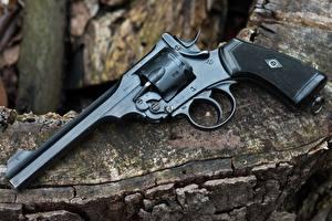 Фотография Пистолеты Крупным планом Револьвер 1918 Webley Mark VI