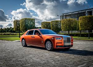 Фотография Rolls-Royce Оранжевый 2017 Phantom EWB Star машина