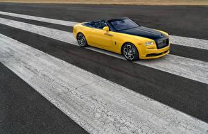 Фотография Rolls-Royce Желтая Кабриолет Роскошные 2018 Dawn Black Badge for Benjamin Treynor Sloss машины