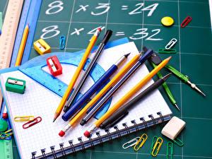 Обои Школьные Тетрадь Карандаши Шариковая ручка