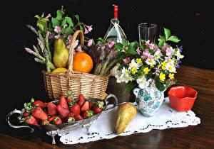 Картинки Натюрморт Букеты Клубника Груши Апельсин Корзинка Вазы Продукты питания