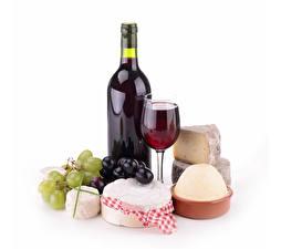 Картинки Натюрморт Вино Сыры Виноград Белом фоне Бутылка Бокалы Еда