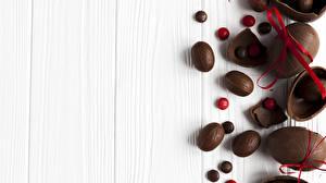 Фотографии Сладости Пасха Шоколад Доски Яйца Бантик