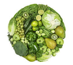 Фотография Овощи Фрукты Перец овощной Груши Капуста Виноград Яблоки Киви Брокколи Белом фоне Пища