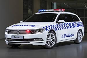 Фотографии Фольксваген Стайлинг Белая Полицейский 2019 Passat Proline 132TSI Police Wagon машина