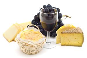 Фотографии Вино Виноград Сыры Белым фоном Бокал Еда
