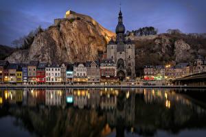 Картинки Бельгия Здания Храмы Речка Вечер Утес Dinant Города