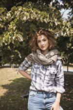 Картинка Шатенки Рубашка Шарф Взгляд девушка