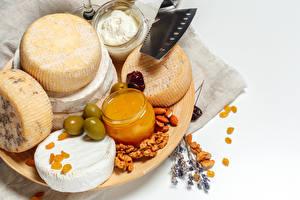 Фотография Сыры Мед Орехи Оливки Изюм Белый фон Банка Сливками Пища