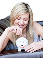 Фотографии Монеты Блондинок Улыбка Руки Свинья копилка молодые женщины