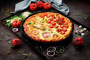 Фотографии Фастфуд Пицца Помидоры Лук репчатый Продукты питания