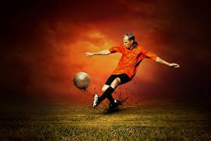 Фотографии Футбол Мужчина Бьет Ног Мячик