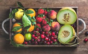 Фото Фрукты Дыни Апельсин Черешня Клубника Лимоны Лайм Продукты питания