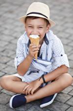 Обои Мороженое Мальчик Сидит Шляпа Взгляд ребёнок