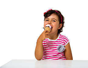 Картинка Мороженое Белый фон Девочки Улыбка Дети