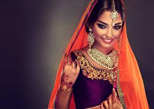Картинка Индийские Украшения Ожерелье Красивые Улыбка Макияж Серег Sofia Zhuravets молодая женщина