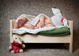 Фото Младенец Спит Шапки Кровати ребёнок