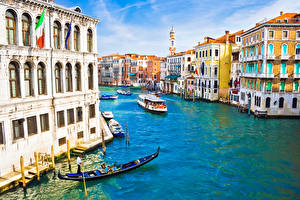 Обои Италия Лодки Дома Речные суда Венеция Водный канал Города картинки