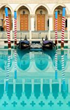 Обои Италия Лодки Венеция Водный канал Фонарь Уличные фонари Города картинки
