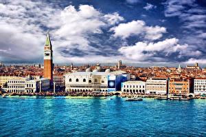 Обои Италия Дома Венеция Водный канал Облака Города картинки