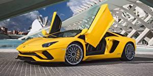 Фото Ламборгини Желтая Открытая дверь Aventador Автомобили
