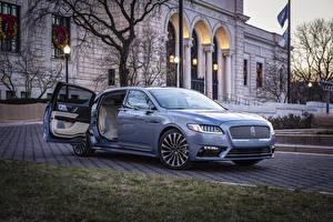 Картинки Lincoln Голубые Металлик Открытая дверь 2019 Continental 80th Anniversary Coach Door Edition авто