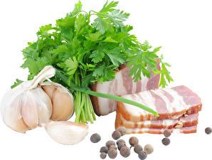 Фото Мясные продукты Чеснок Перец чёрный Овощи Белым фоном Сало