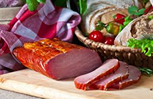 Картинки Мясные продукты Ветчина Разделочная доска
