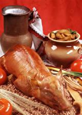 Обои Мясные продукты Молоко Томаты Картофель Гречка Свинина Кувшин Красном фоне Пища