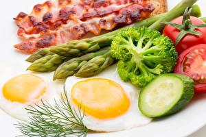 Картинки Мясные продукты Овощи Укроп Яичница Еда