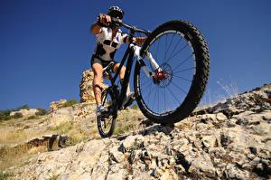 Фотография Мужчина Велосипед Колесо спортивный
