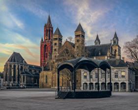 Фотографии Нидерланды Здания Городская площадь Maastricht Города