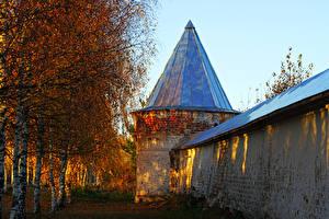 Картинки Россия Осень Храмы Монастырь Березы Купол Mozhaysk Города