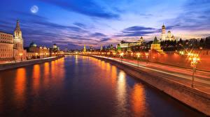 Фото Россия Москва Вечер Водный канал Уличные фонари Набережной