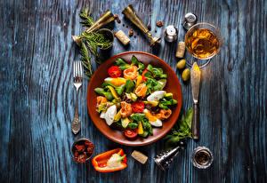 Фотографии Салаты Овощи Вино Оливки Приправы Доски Тарелка Бокалы