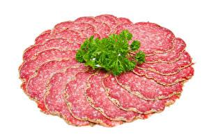 Картинка Колбаса Овощи Белом фоне Нарезанные продукты Еда