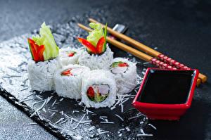 Обои Морепродукты Суши Рис Палочки для еды Соевый соус