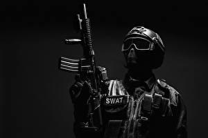Обои Солдат Автомат Серый фон Униформа Шлема Очки