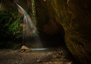 Картинка Испания Водопады Камни Пещера Мох Salt Del Cargol Природа