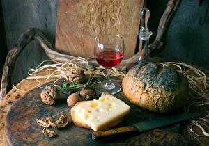 Картинки Натюрморт Хлеб Вино Сыры Орехи Нож Грецкий орех Бокалы Пища