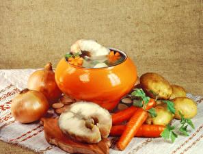 Фотографии Натюрморт Овощи Лук репчатый Картофель Морковь Рыба Еда