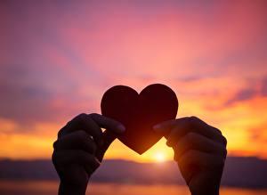 Картинка Рассветы и закаты Сердце Рука