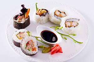 Картинка Суши Розы Морепродукты Тарелка Соевый соус Soy sauce Пища