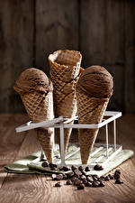 Картинки Сладкая еда Мороженое Шоколад Доски Зерна Вафельный рожок Пища