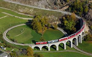Картинки Поезда Швейцария Железные дороги Brusio spiral viaduct Природа