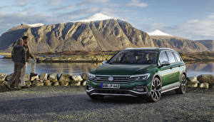Фотография Volkswagen Зеленые Металлик 2019 Passat Alltrack Worldwide машины