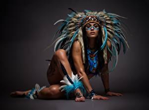 Фото Индейский головной убор Негр Ноги Руки Красивая молодая женщина