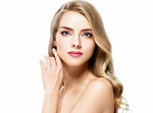 Картинки Белый фон Блондинки Лицо Смотрит Рука молодые женщины